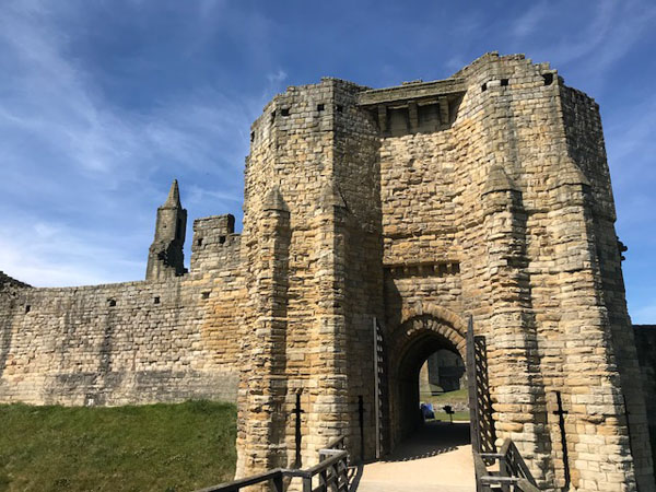 Warkworth Gatehouse and wall