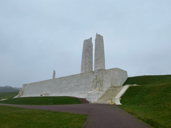 This image has an empty alt attribute; its file name is vimy-ridge-upper-full-shot-from-the-front-1.jpg